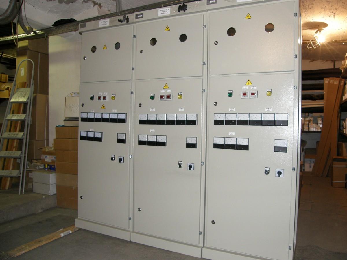 схема авр с реле контроля фаз и выбором приоритета
